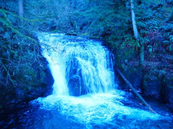 The mini falls.