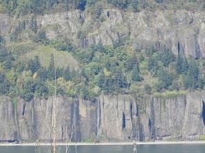 WIspy cascades on Washington cliffs